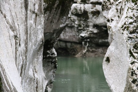 eaux serpentent tranquillement