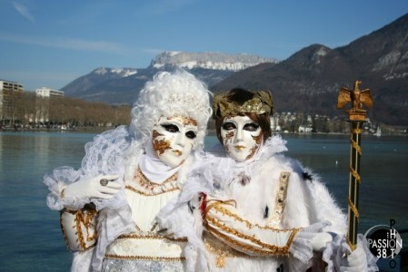 annecy carnaval vénitien face au lac