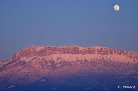 couleurs rosées sur les montagnes