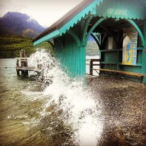 Annecy, le lac et les grosses vagues