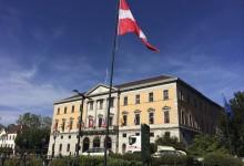 Annecy et la facade de l'hôtel de ville